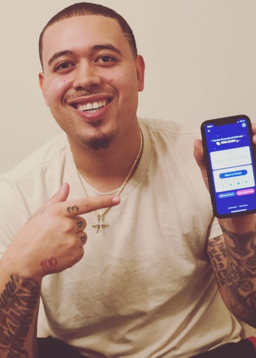 Desmond English promoting BuzzVideo App in an Instagram post in March 2018