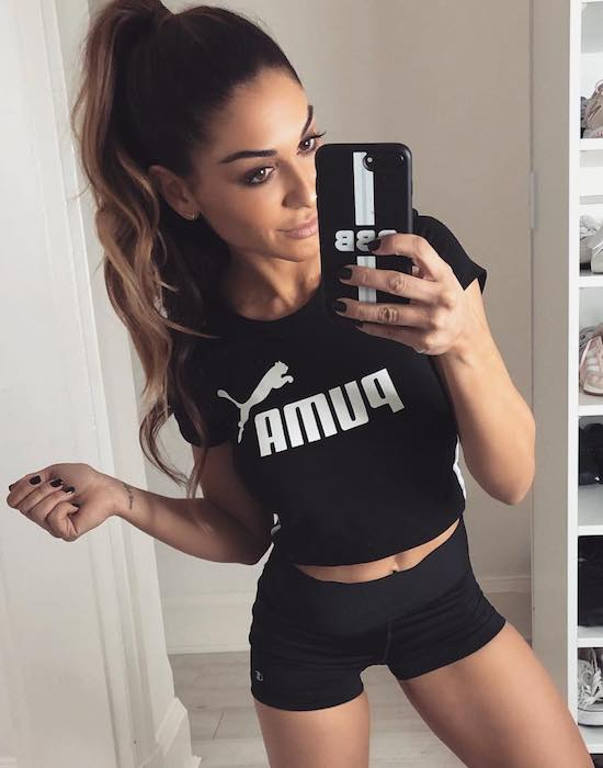 Diana Johnson perfect body in a Monday motivation selfie in August 2018