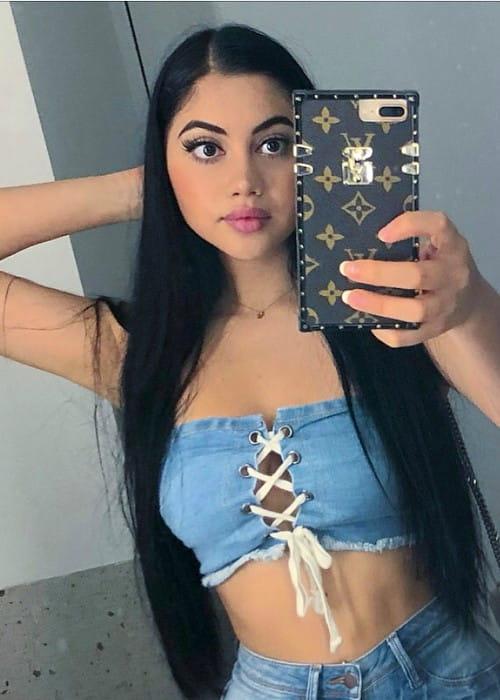 Jailyne Ojeda Ochoa promoting Fashion Nova in a selfie in July 2018