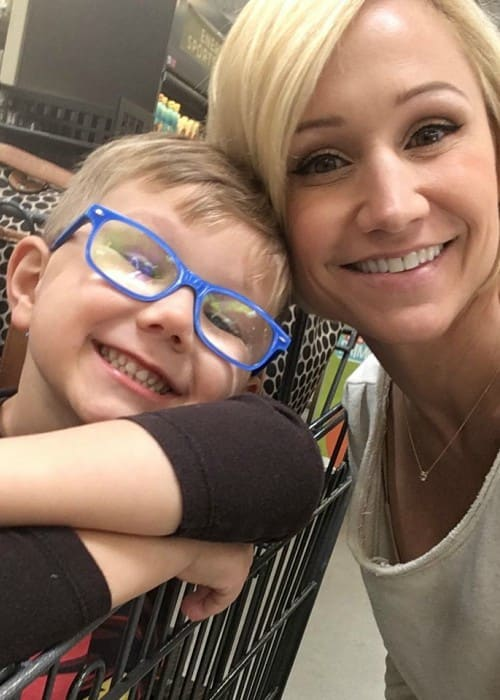 Jamie Eason in a selfie with her son in April 2018