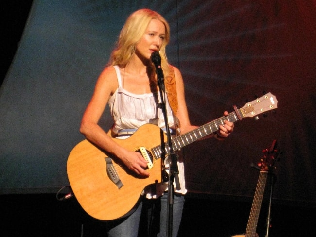 Jewel performing at Coquitlam, British Columbia, Canada in July 2008