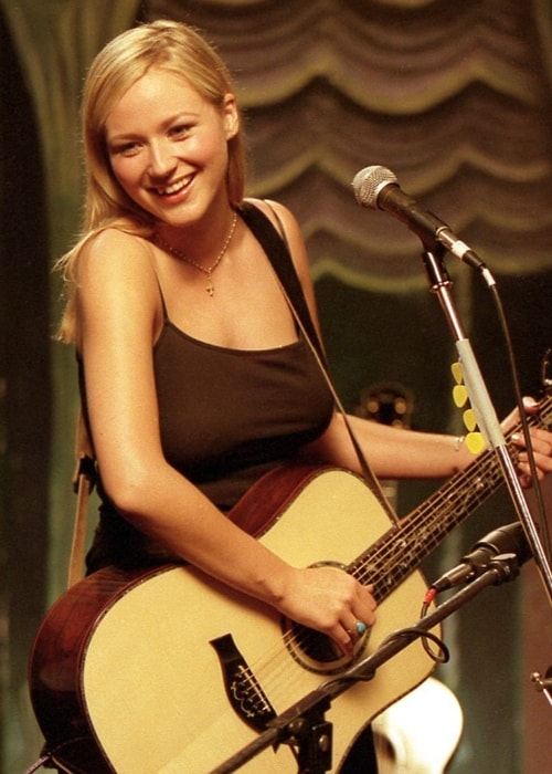 Jewel photographed during a performance