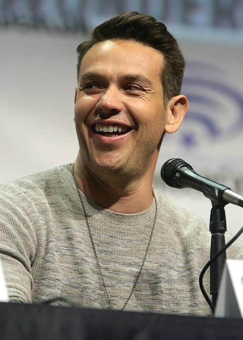 Kevin Alejandro speaking at the 2017 WonderCon