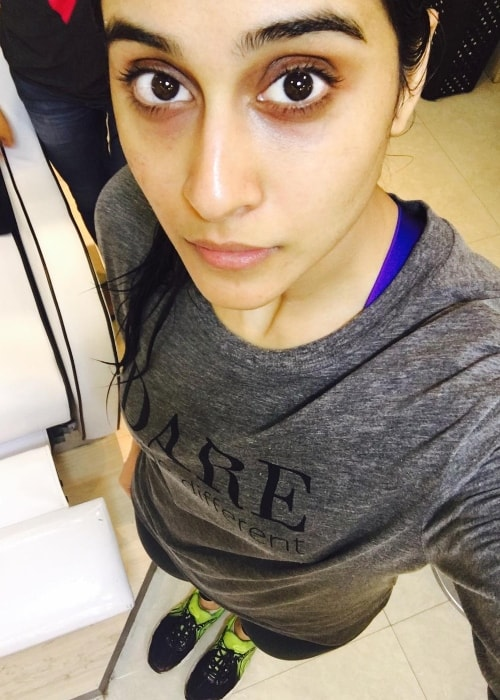 Regina Cassandra in a gym selfie after a workout session in August 2016