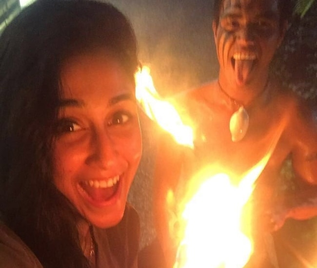 Regina Cassandra playing with fire during her Fiji vacation in September 2017