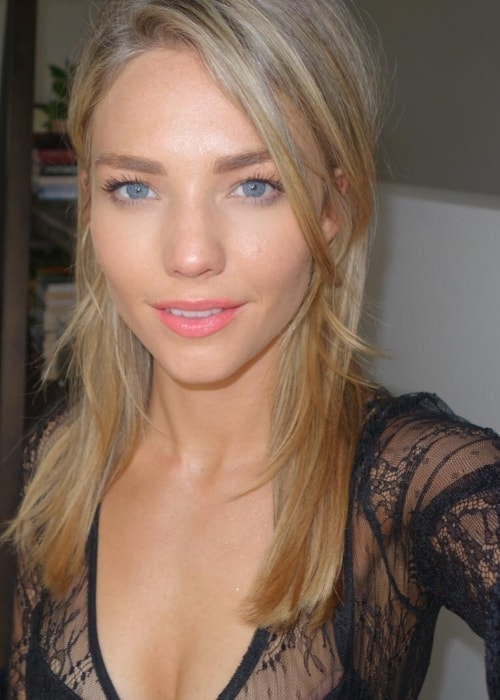 Sam Frost in a selfie in showing her recently done hair in November 2017