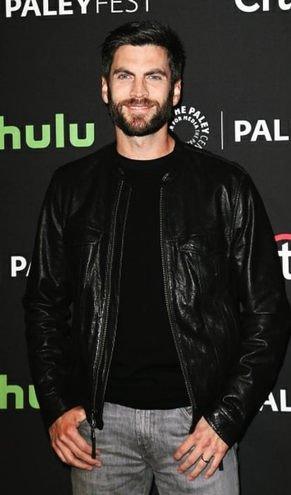 Wes Bentley wearing a stunning black jacket