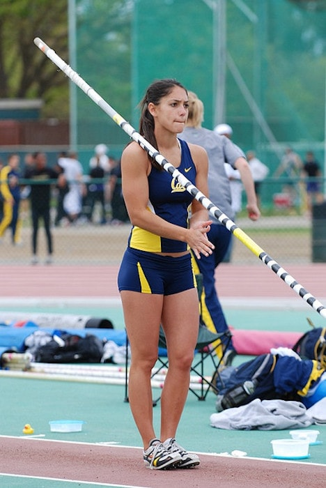 Allison Stokke getting ready for a pole vaulting session at a track and field competition in 2008