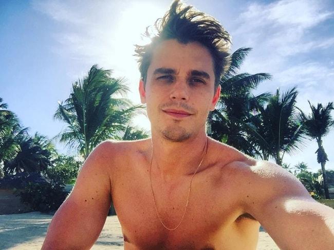 Antoni Porowski in a selfie at St. Regis Bahia Beach, Rio Grande in January 2017