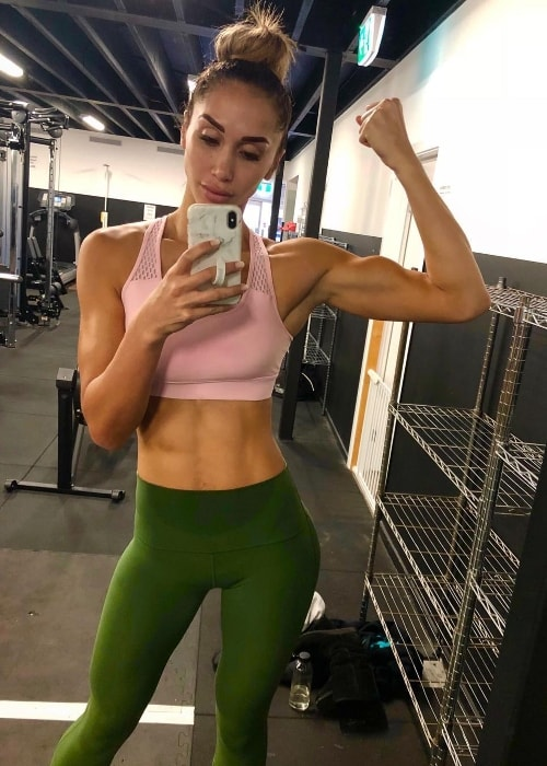 Chontel Duncan showing her toned physique in a gym selfie in June 2018