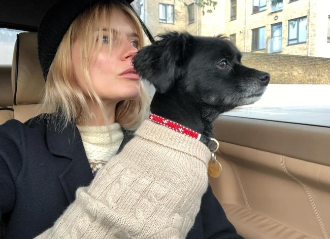Emma Greenwell in a car-selfie with her dog in January 2018