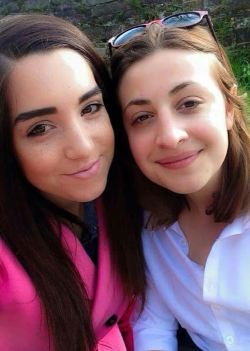 Georgia Groome (Right) in a selfie