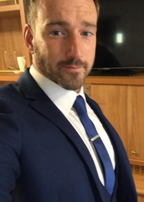 Jai McDowall showing his new suit and inviting fans to come to see his performance at The Crazy Coqs in 2018