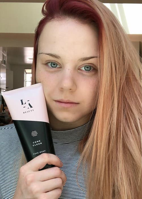 Jaja Vankova promoting LaserAway in an Instagram post in August 2018