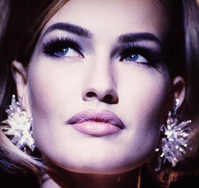 Karen Mulder looks dazzling in her glittering earrings