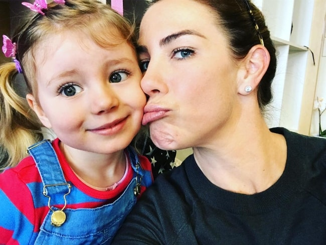 Kate Ritchie in a selfie with her daughter in August 2018