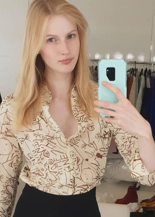 Leah Rödl in a mirror selfie in August 2018