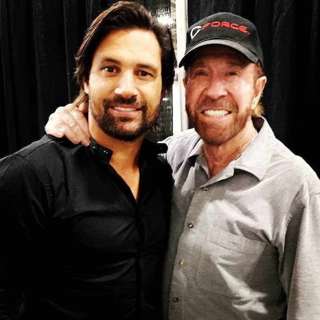 Manu Bennett at Salt Lake City, Utah with Chuck Norris in 2018