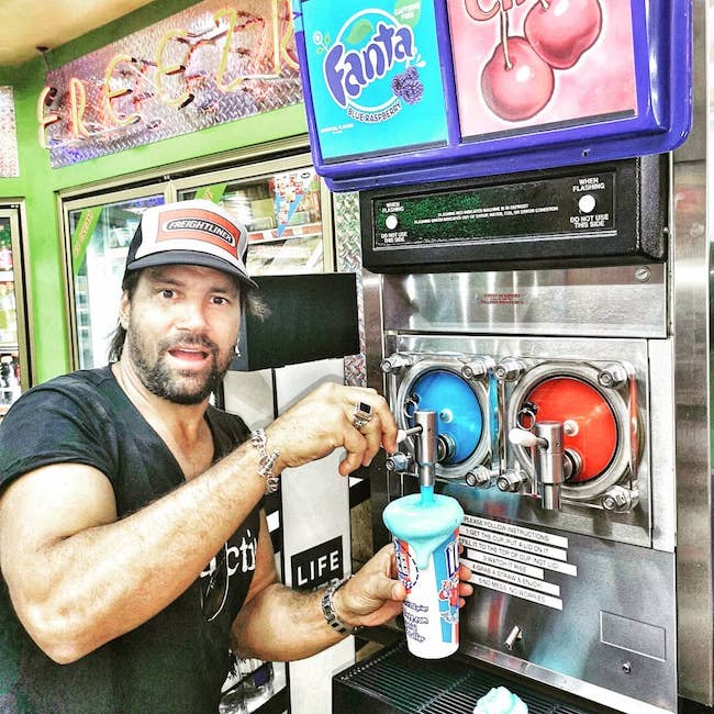 Manu Bennett using slushy machine at Ta Truck Stop Tooele in Utah in 2018