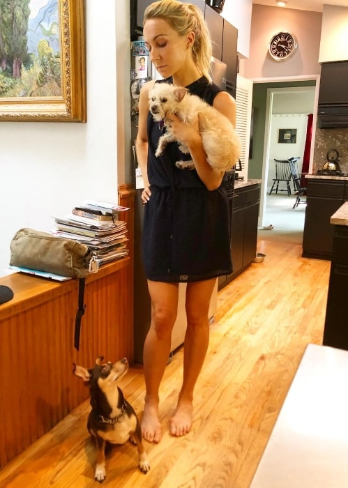 Nikki Glaser as seen with her pups in Des Peres, Missouri in August 2018