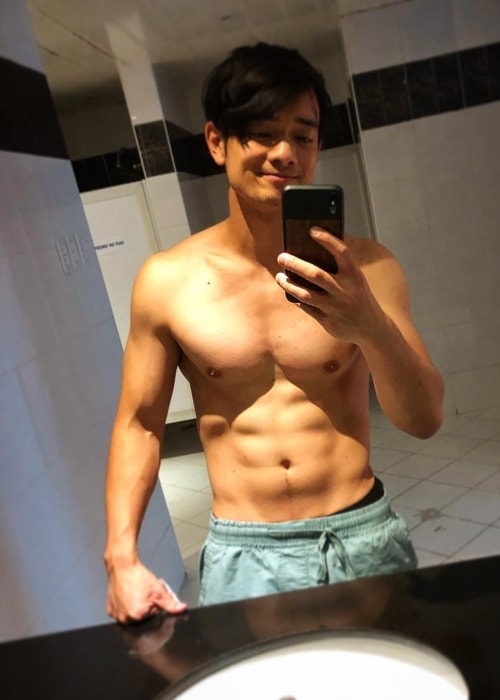 Osric Chau showing his toned physique in a shirtless mirror selfie in August 2018
