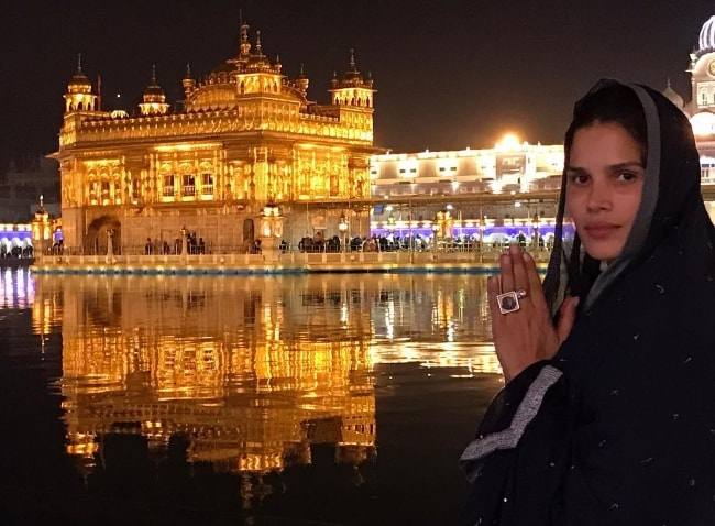 Raica Oliveira at the Golden Temple, Amritsar during her trip to India in February 2018
