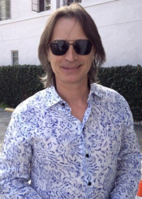Robert Carlyle as seen in a printed white shirt and shades
