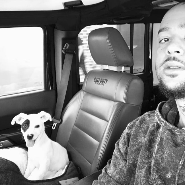 Sky Blu in a selfie with his dog in January 2017