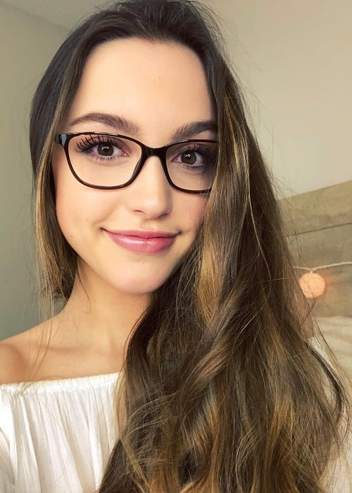 Sydney Serena wearing glasses in a selfie in December 2017