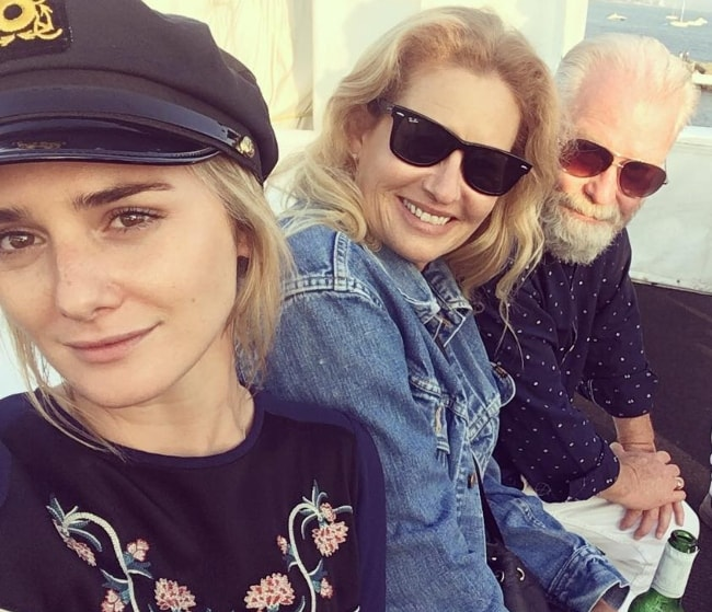 Addison Timlin taking a selfie with her parents in July 2017