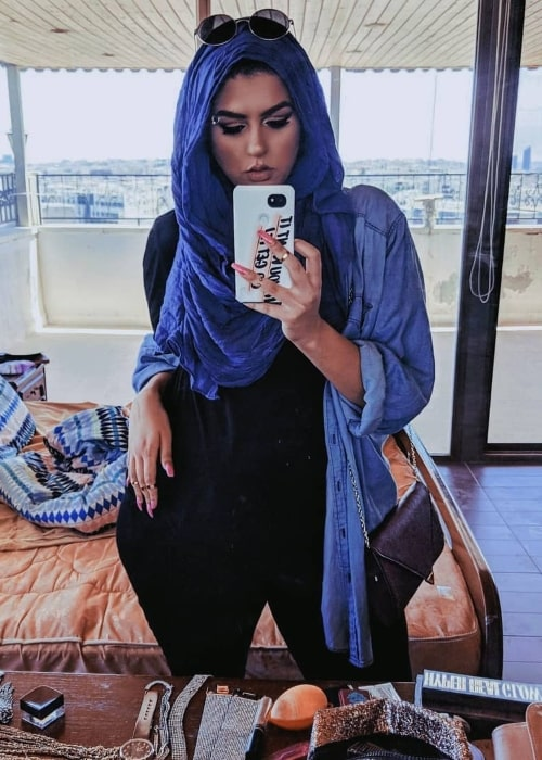Amani Al-Khatahtbeh in a mirror selfie in June 2018