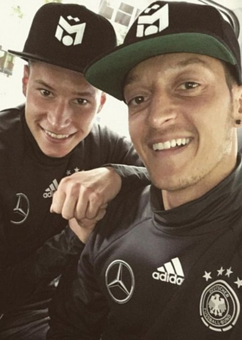 Julian Draxler (Left) in a selfie with Mesut Özil in July 2018