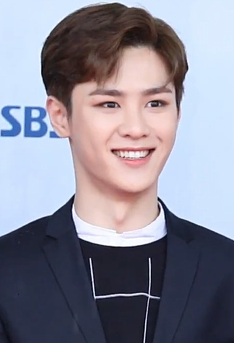 Kun during an interview on the red carpet of the 24th Dream Concert in May 2018