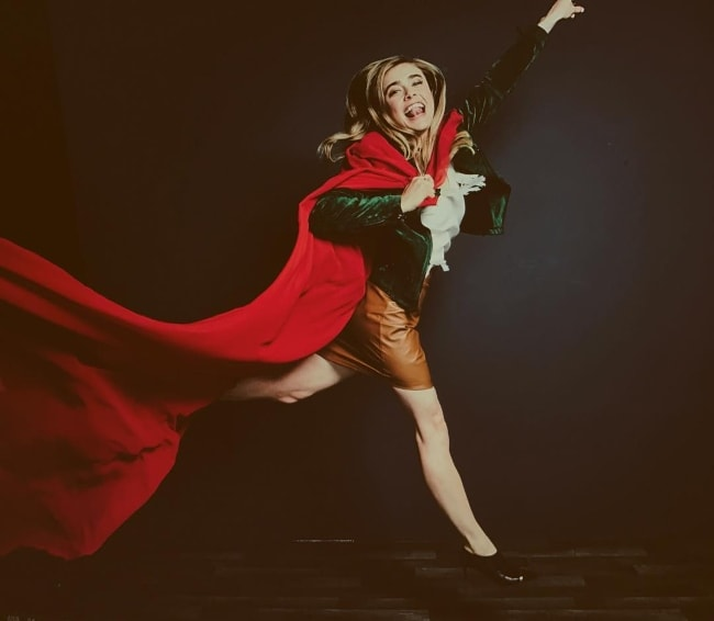 Melissa Roxburgh attempting to pose like Supergirl in September 2017