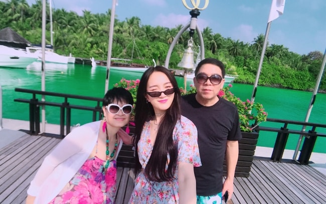 Meng Jia in a selfie with her parents in Maldives in February 2018