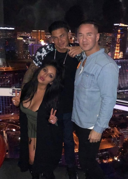 Mike Sorrentino weaing a blue shirt while posing with his friends in September 2018