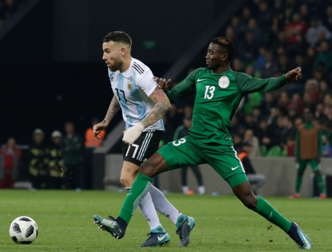 Nicolás Otamendi (Left) and Wilfred Ndidi during a game in 2017