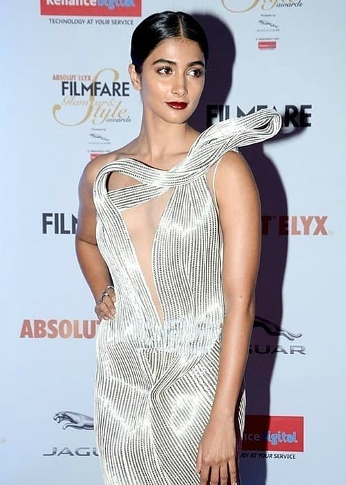 Pooja Hegde at Filmfare Glamour & Style Awards in 2016