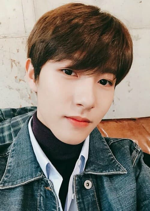 Renjun in a selfie in March 2018