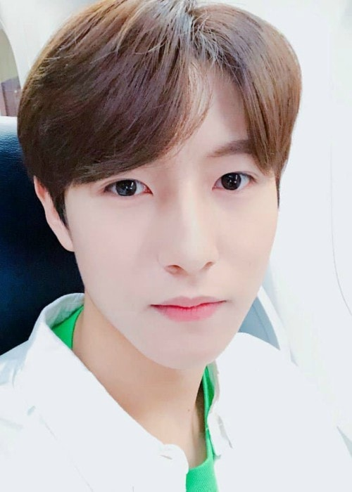 Renjun in an Instagram selfie as seen in April 2018