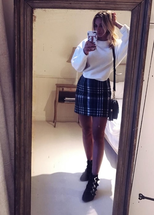 Tiffany Watson in a mirror selfie in January 2018