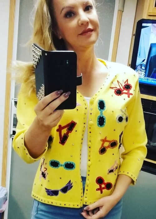 Wendi McLendon-Covey in a mirror selfie in September 2018