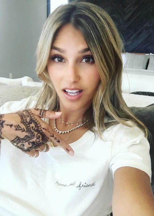 Yael Cohen Braun in an Instagram selfie as seen in April 2017