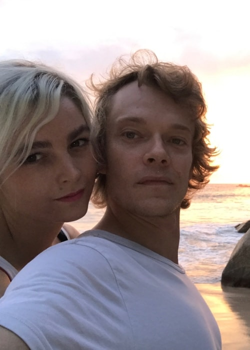 Allie Teilz in a selfie with Alfie Allen in September 2017