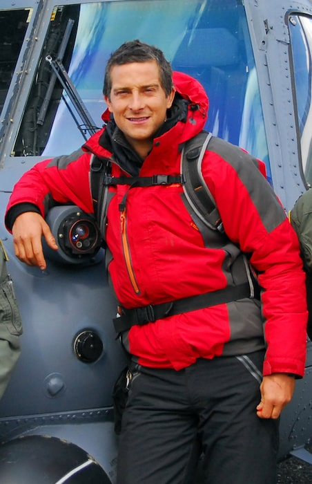 Bear Grylls posing in front of an Alaska Air National Guard in 2009