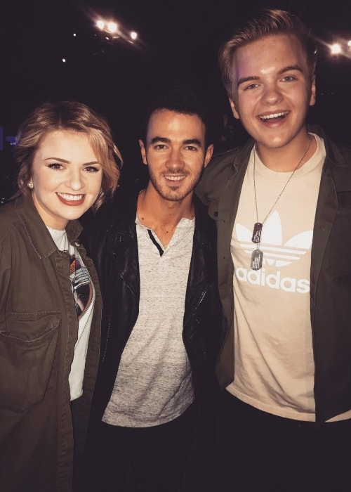Caleb Lee Hutchinson (Right) with Maddie Poppe and Kevin Jonas (Center) in May 2018