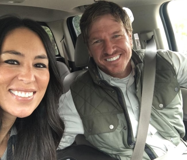 Chip Gaines in a car-selfie with Joanna Stevens Gaines in December 2016