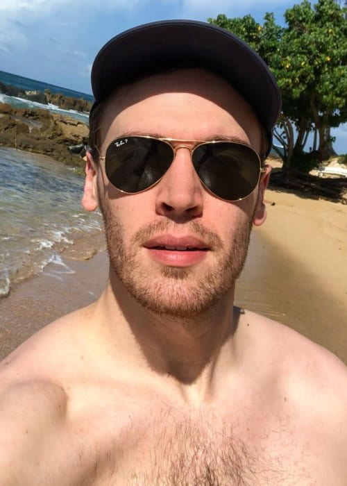 Erich Bergen in an Instagram selfie as seen in November 2018