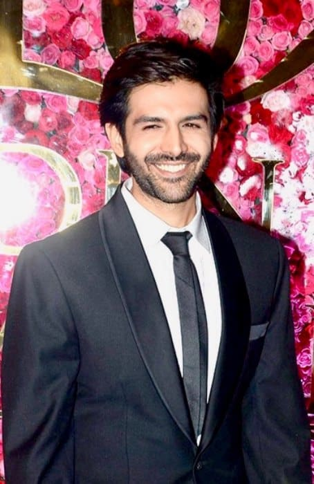 Kartik Aaryan at the 2016 Lux Golden Rose Awards