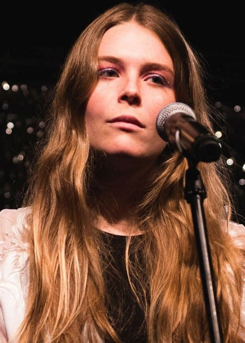 Maggie Rogers performing at Syndicate Lounge in January 2017
